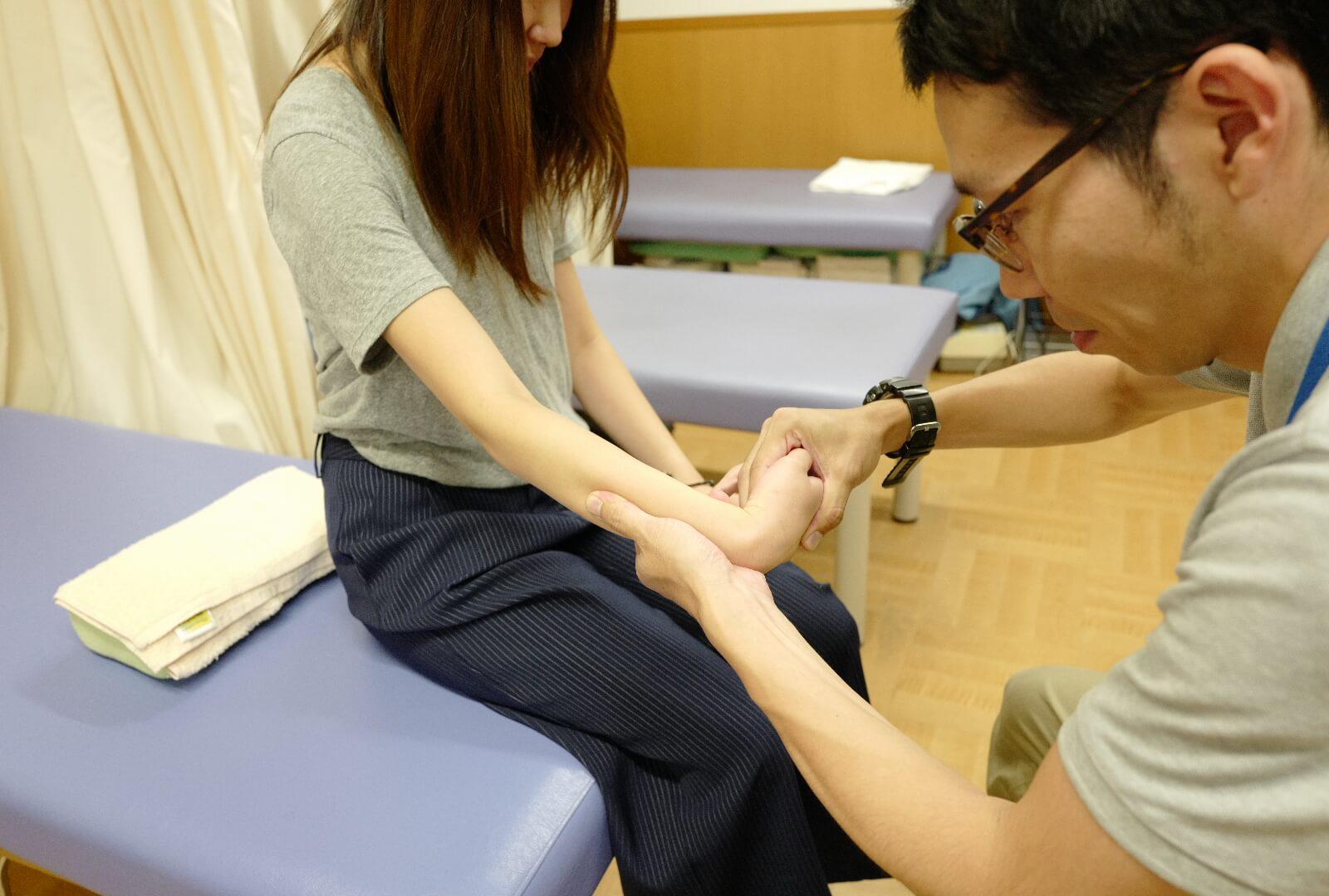 手関節の関節可動訓練