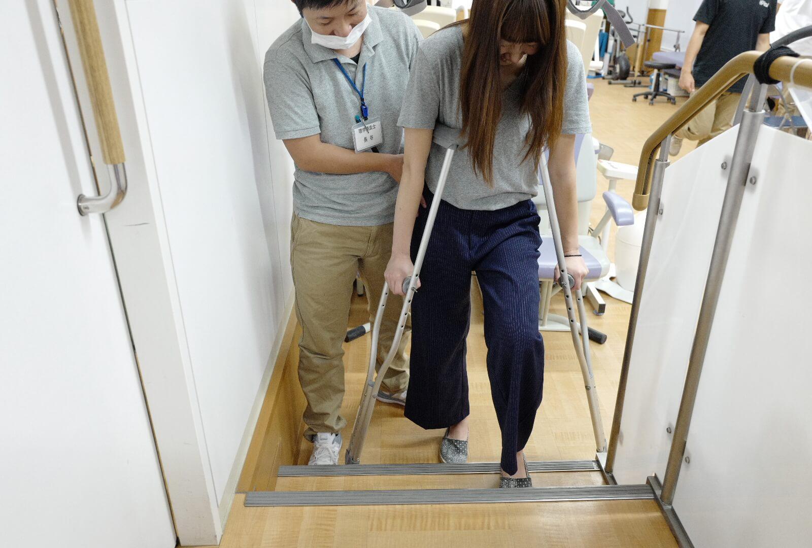 階段 松葉杖使用方法の指導・トレーニング